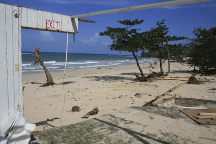 tropical-paradise-restaurant-on-long-bay-beach.JPG