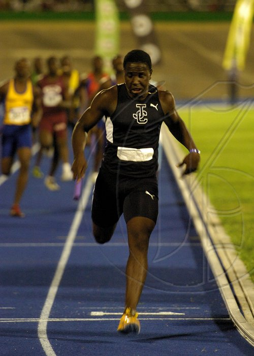 Ricardo Makyn/Staff Photographer.High School Boys' Class two   4x200 meters final at the Gibson Relays at the National Stadium on aturday