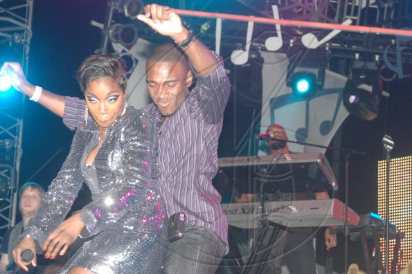 A-fan-showing-Estelle-the-ways-of-the-dancehall