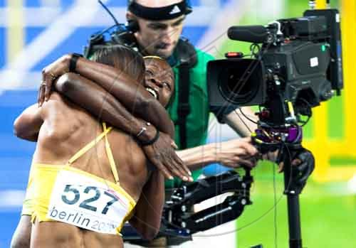 100m-hurdles-final-the-race-and-hugs-11